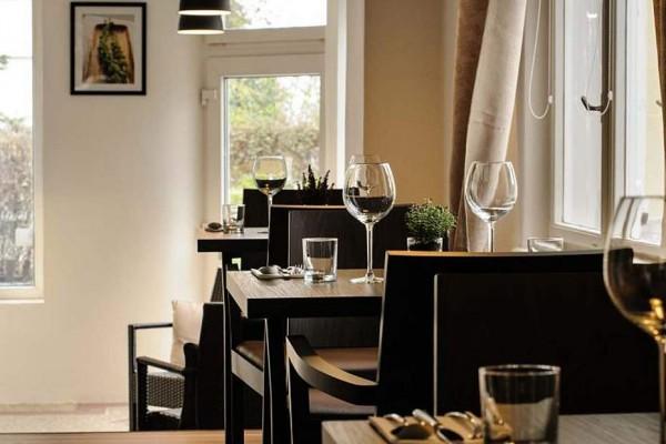 Story restaurant café